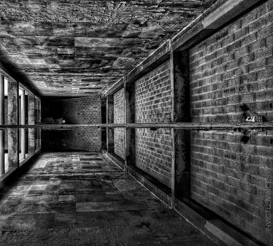 9 ArtReflection Bnw Underground of Marseille